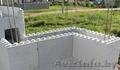 Несъемная опалубка из пенопласта для возведения стен здания.